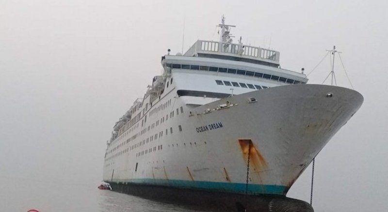 """El buque """"Ocean Dream"""", ex """"Tropicale"""", varado para desguace en Alang"""
