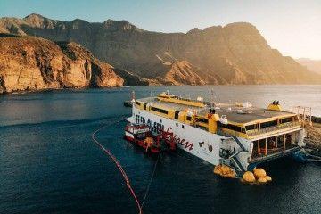 """Se ha conseguido adrizar el catamarán """"Bentago Express"""""""