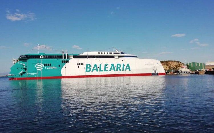 Puesta a flote del nuevo catamarán de Balearia