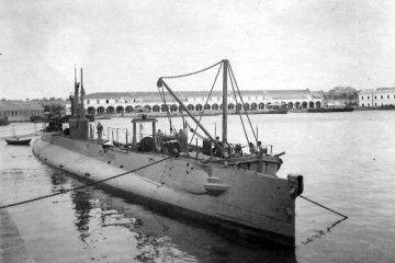 """El submarino """"Isaac Peral"""", atracado en la base naval de Cartagena"""