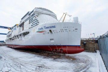 """El buque """"Costa Toscana""""·, preparado para su puesta a flote"""