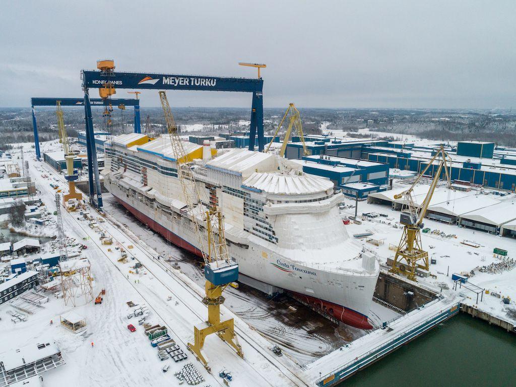 El astillero de Turku, cubierto de nieve