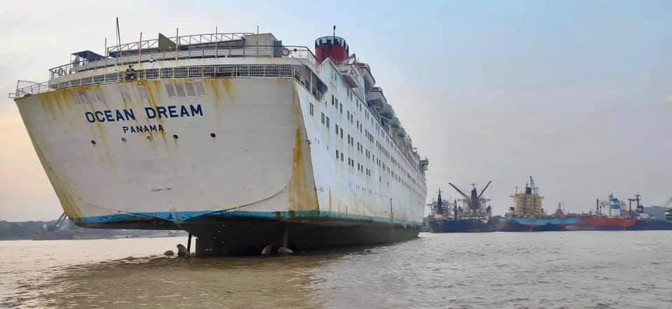 Vista del buque por la aleta de estribor