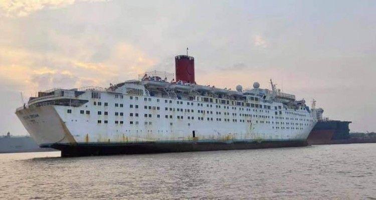 """El buque """"Ocean Dream"""", tras su varada en Alang"""