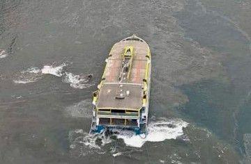 """Vista aérea de la situación en la que se encuentra el catamarán """"Bentago Express"""""""
