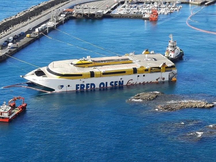 "Una semana ha durado la embarrancada del catamarán ""Bentago Express"""