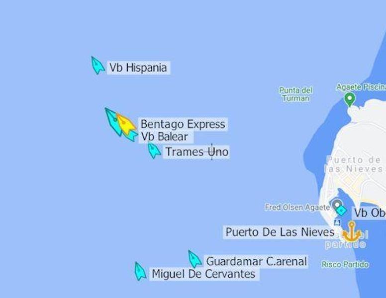 Posición de los diferentes buques a la salida del puerto de Agaete