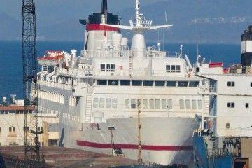 """El ferry """"Vronskiy"""", en el último hito de su vida marinera"""