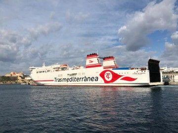 """Imagen del ferry """"Ciudad de Mahón"""" en el puerto de Ibiza"""
