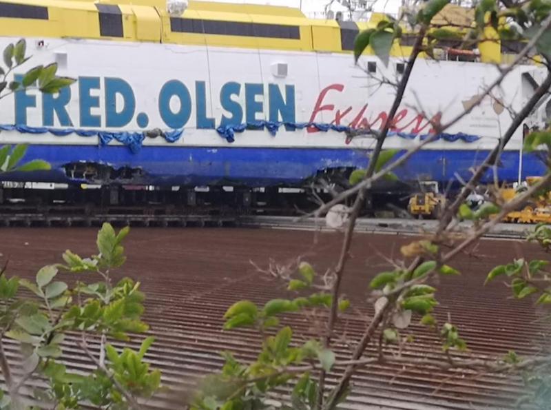 """Daños laterales en el casco de babor del """"Bentago Express"""""""