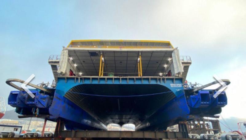 """Vista de popa del catamarán """"Bentago Express"""" en el syncrolift de ASTICAN"""