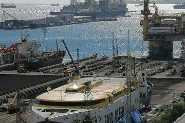 """El catamarán """"Bentago Express"""", varado en ASTICAN"""