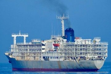 """El buque establo """"Zein 1"""", fondeado en el puerto de Las Palmas de Gran Canaria"""