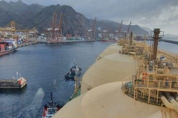El tráfico de metaneros, uno de los alicientes del puerto de Santa Cruz de Tenerife