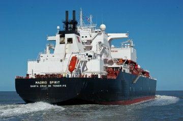 """El buque metanero """"Madrid Spirit"""", atacado en el golfo de Guinea"""