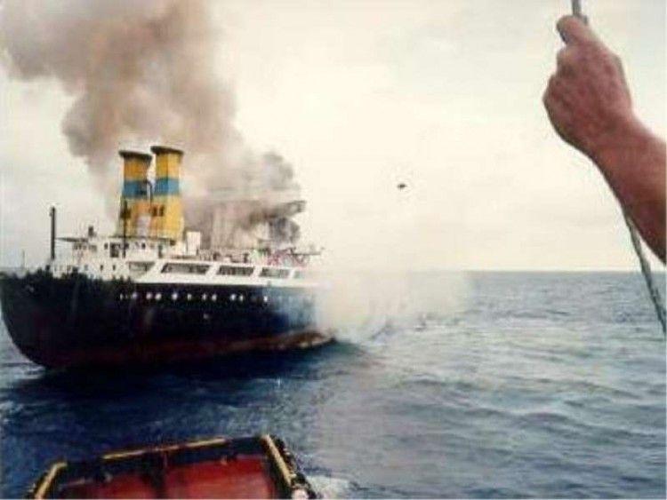 """Un incendio siguió a la explosión del petrolero """"Alina P"""""""