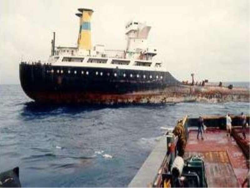 """El petrolero """"Alina P"""", en vísperas del final de su vida marinera"""