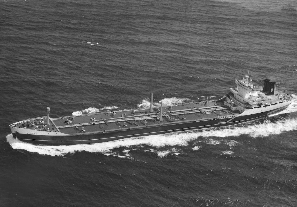 """El petrolero """"Elcano"""", en sus pruebas de mar"""