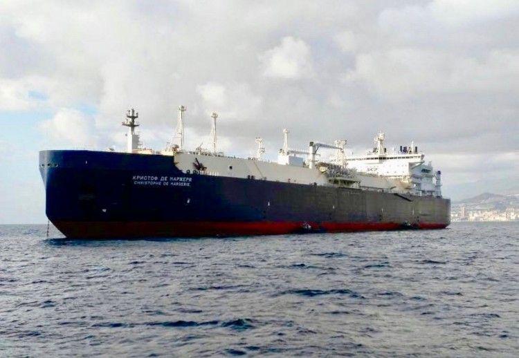 """El buque metanero """"Christophe de Margerie"""",  fondeado en el puerto de Santa Cruz de Tenerife"""