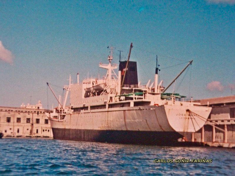 """El buque-escuela cubano """"José Martí"""", atracado en el puerto de La Habana"""