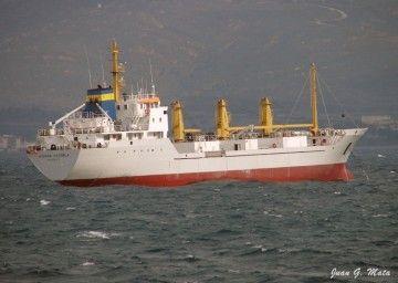 """El buque frigorífico """"Sierra Cazorla"""", fondeado en la bahía de Algeciras"""