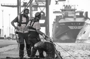 Boluda suma el servicio de los amarradores de la bahía de Cádiz