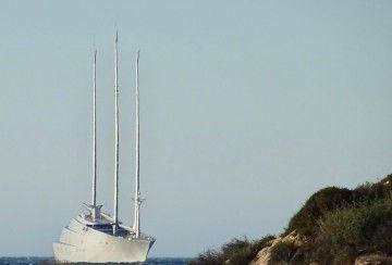 """El megayate """"A"""", fondeado en las proximidades del puerto de Cartagena"""