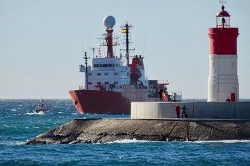 """El BIO """"Hespérides"""", en su aproximación a la base naval de Cartagena"""