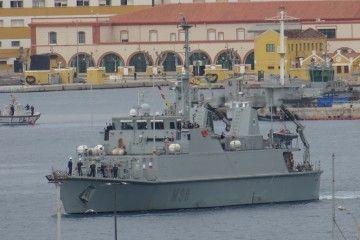 """El buque cazaminas """"Tajo"""", a su salida de la base naval de Cartagena"""