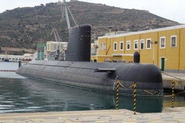 """El submarino """"Mistral"""" (S-73), atracado en la Base de Submarinos de Cartagena"""