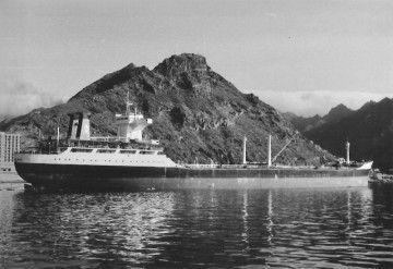"""El petrolero """"Elcano"""". en su última escala en el puerto de Santa Cruz de Tenerife"""