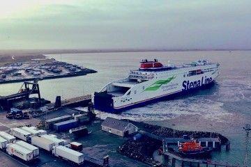 """Maniobra del buque """"Stena Estrid"""" en la terminal de Rosslare"""