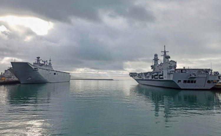 """""""Juan Carlos I"""" y """"Cavour"""" coinciden en la base naval de Rota"""