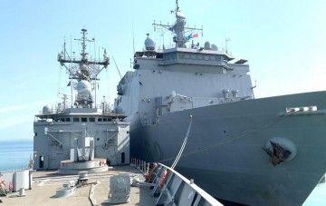 """Los buques """"Castilla"""" y """"Reina Sofía"""", abarloados en Yibuti"""