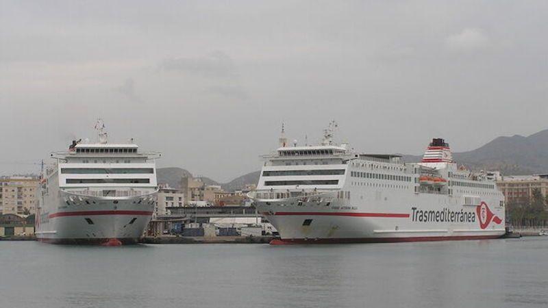 """Los buques """"Ciudad de Granada"""" y """"Ciudad Autónoma Melilla"""", atracados ayer en Málaga"""