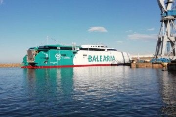 El nuevo catamarán de Balearia, el día de su puesta a flote