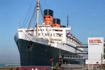 """El histórico trasatlántico """"Queen Mary"""", en su emplazamiento en Long Beach"""