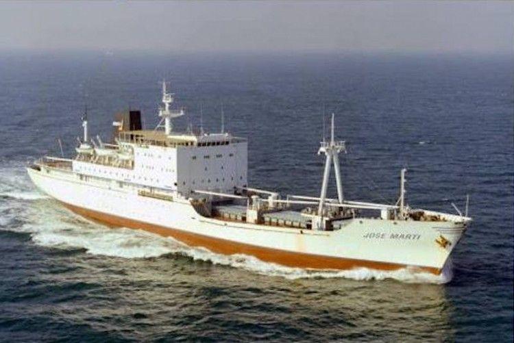 """El buque escuela cubano """"José Martí"""", cruzando el Canal de la Mancha"""