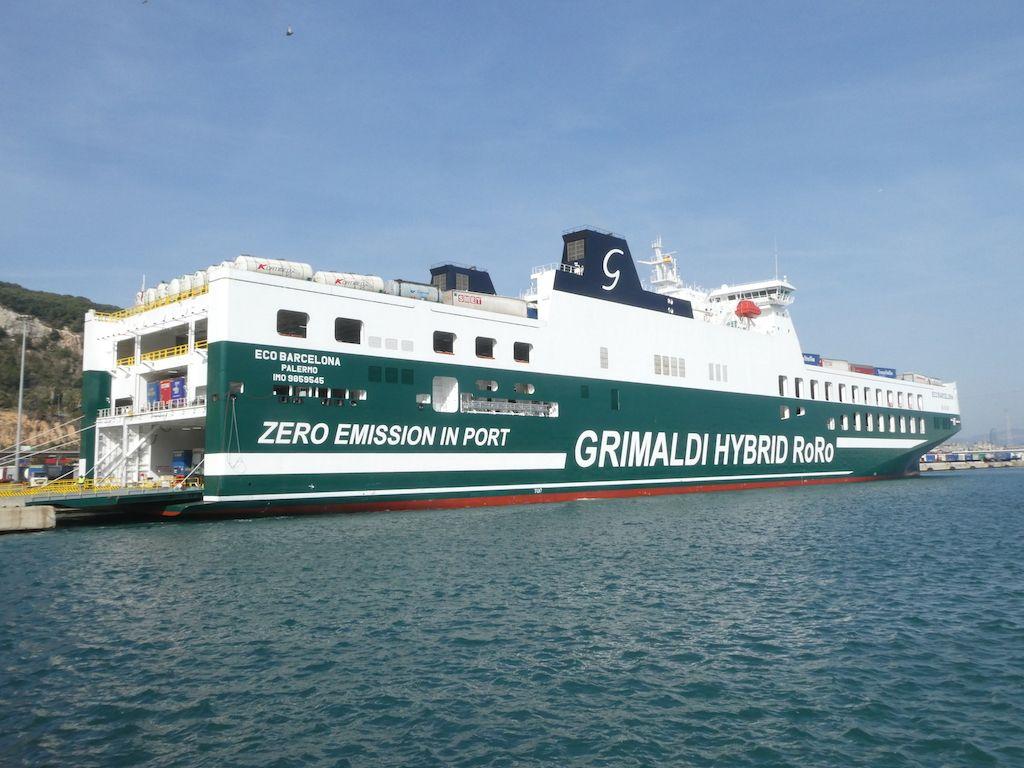 """El buque """"Eco Valencia"""", visto por estribor"""
