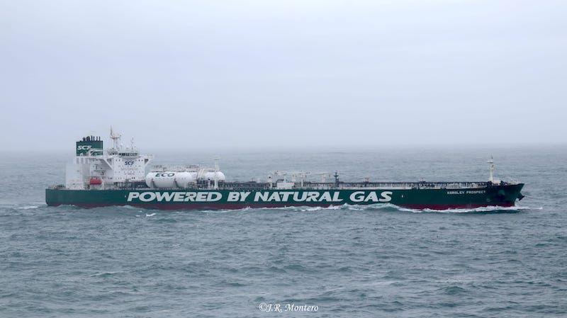 En grandes caracteres destaca su propulsión por gas natural