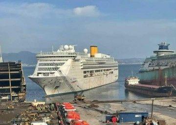 """El buque """"St. Victoria"""", ex """"Costa Victoria"""", varado en Aliaga"""