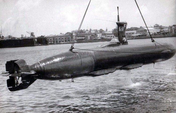 Puesta a flote del submarino Foca 1