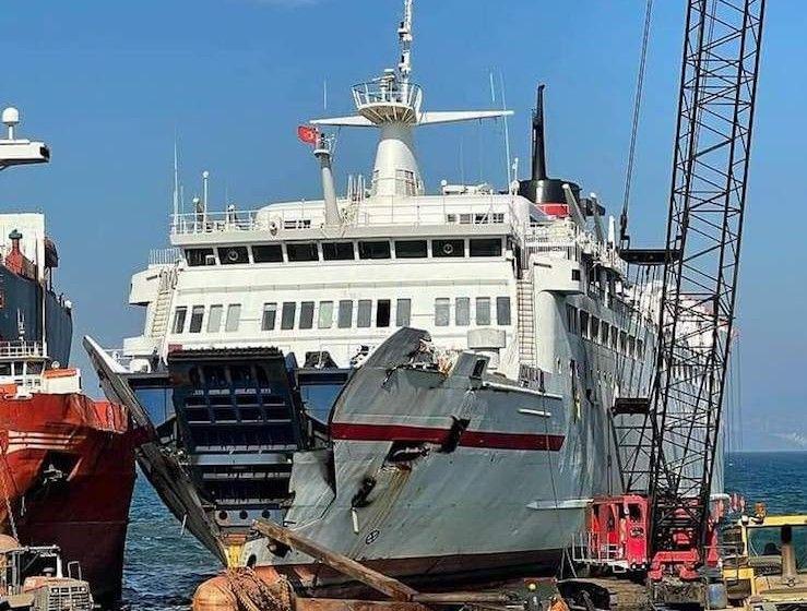 """El desguace del ferry """"Vronskiy"""", aunque en su primera fase, ya es visible"""