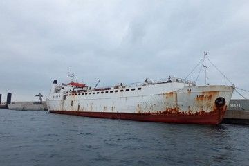 """El buque establo """"Karim Allah"""". atracado esta mañana en la dársena de Escombreras"""