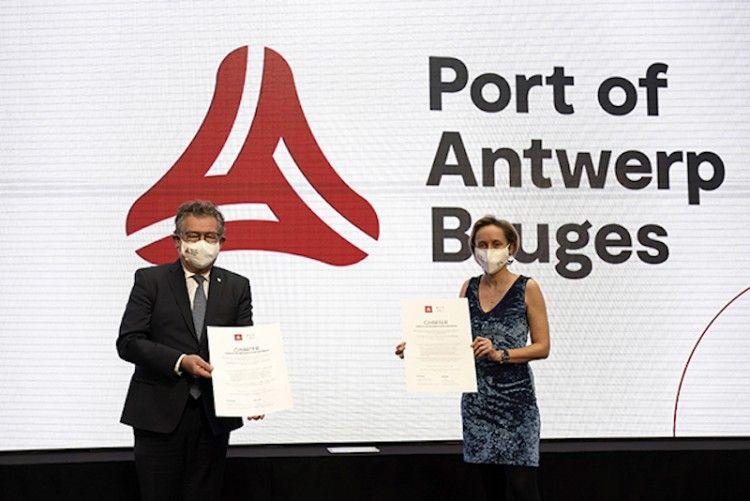 Los presidentes de los puertos de Amberes y Zeebrugge han firmado el acuerdo de fusión