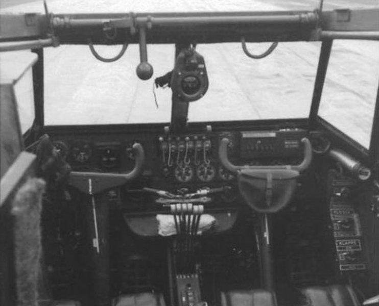 Detalle de la cabina de mando del avión Me-323