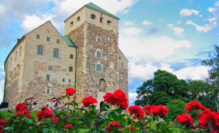 El castillo de Turku, una fortaleza medieval icono de Finlandia