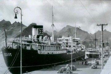 """El primer """"Bailén"""", atracado en el muelle sur del puerto de Santa Cruz de Tenerife"""