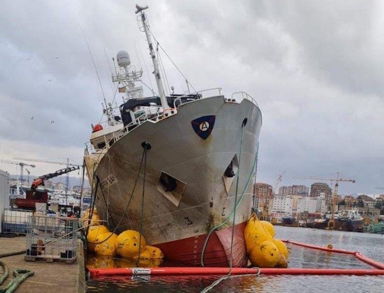 """Vista de proa del pesquero """"Baffin Bay"""" tras su reflotamiento"""