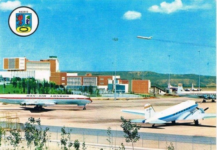 La postal a color de finales de los años sesenta, un documento interesante